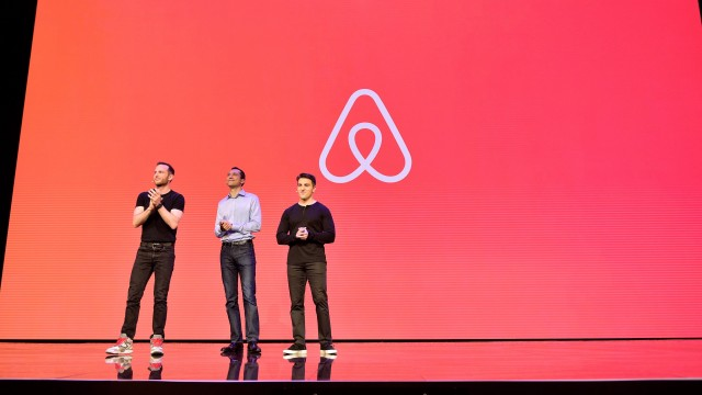 Airbnb, Inc. (ABNB) Outpaces Stock Market Gains: What You Should Know