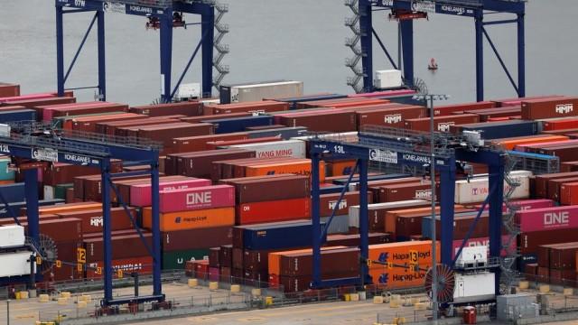 U.S. goods trade deficit increases in August