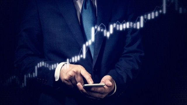 2 Hot Growth Stocks to Buy This Month