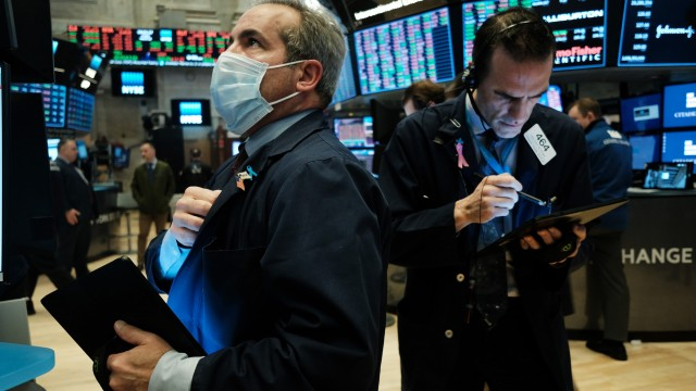 US stocks edge higher as fall in weekly jobless claims eases labor-market concerns