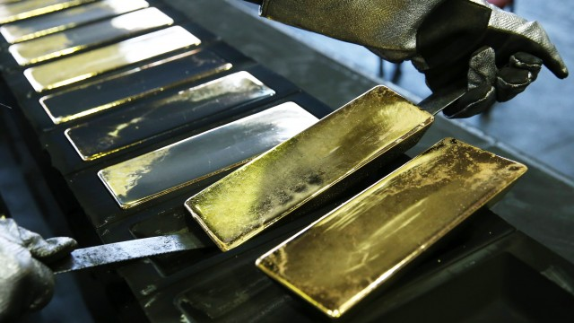 Hedge funds bearish on silver, neutral on gold