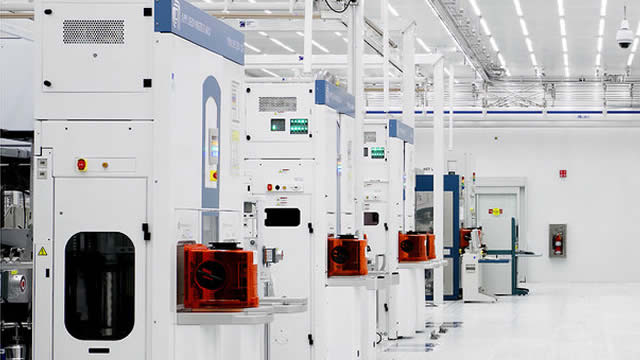 Tech Experts See Significant Upside In ASML - Read Why
