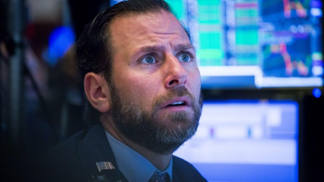 Dow Sinks 500 Points As Spiking Treasury Yields Drive Forceful Tech Stock Sell-Off