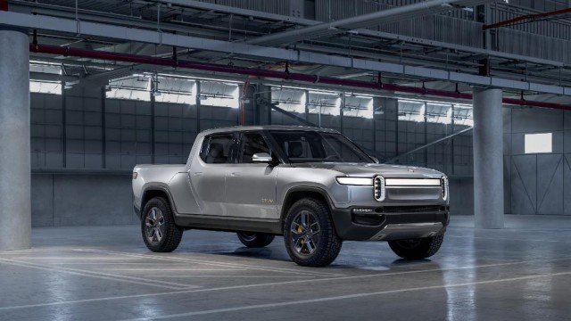 https://www.forbes.com/sites/alanohnsman/2019/12/23/electric-truckmaker-rivian-backed-by-amazon-ford-raises-whopping--13-billion/