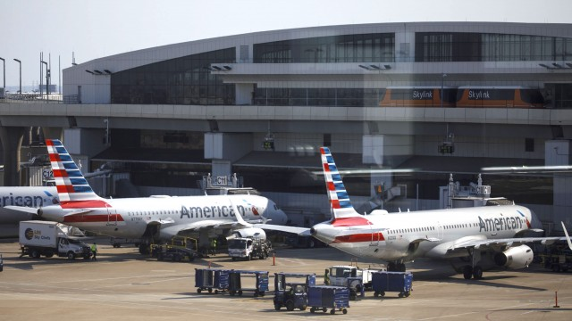 American Airlines, Spirit Airlines passengers face hundreds of cancellations following storms