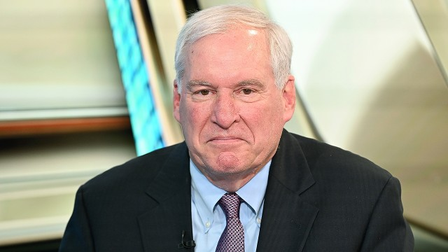 Boston Fed chief Rosengren to retire early due to health concerns