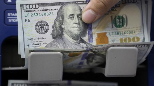 Dollar adrift, but volatility to drive FX markets in short run: Reuters poll