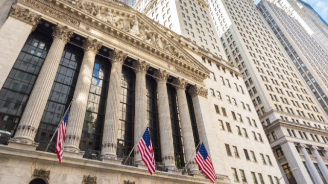 Wall Street opens on a mixed footing