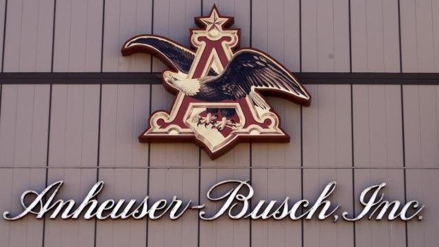 https://www.reuters.com/article/us-craft-brew-alice-m-a-anheuser-busch/anheuser-busch-to-buy-out-craft-brew-alliance-in-321-million-deal-idUSKBN1XL2K5