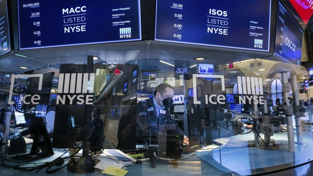 Dow books longest win streak in 2 months but gains fade at Monday's end and S&P 500 and Nasdaq close lower