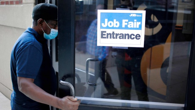 U.S. jobless claims total 385,000, matching estimates