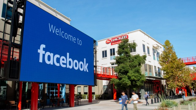 Facebook will use part of its headquarters as a public vaccination site