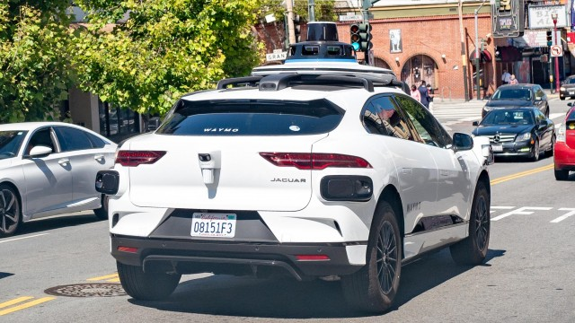 Your Deep Dive Into Those Waymo Self-Driving Cars In San Francisco That Went Headstrong Up A Dead-End Street Like Floundering Fish Going Upstream