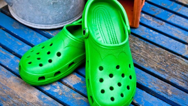 https://seekingalpha.com/article/4312226-crocs-no-signs-of-slowing-down