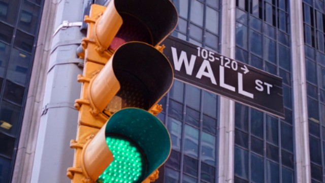 US stocks push higher as weekly jobless claims lower than forecast; trade deficit widens