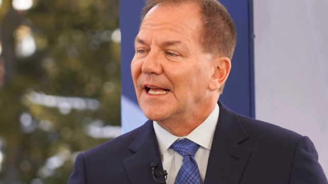 Paul Tudor Jones says 'go all in on the inflation trades' if Fed keeps ignoring higher prices