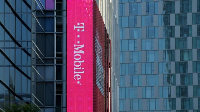 Watchdog investigates T-Mobile Polish unit over extra charges